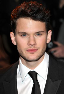 jeremy-irvine-uk-premiere-war-horse-01